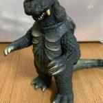 ウルトラシリーズ記念すべき第1話の怪獣。『古代怪獣ゴメス』 懐かしのソフビレビュー。